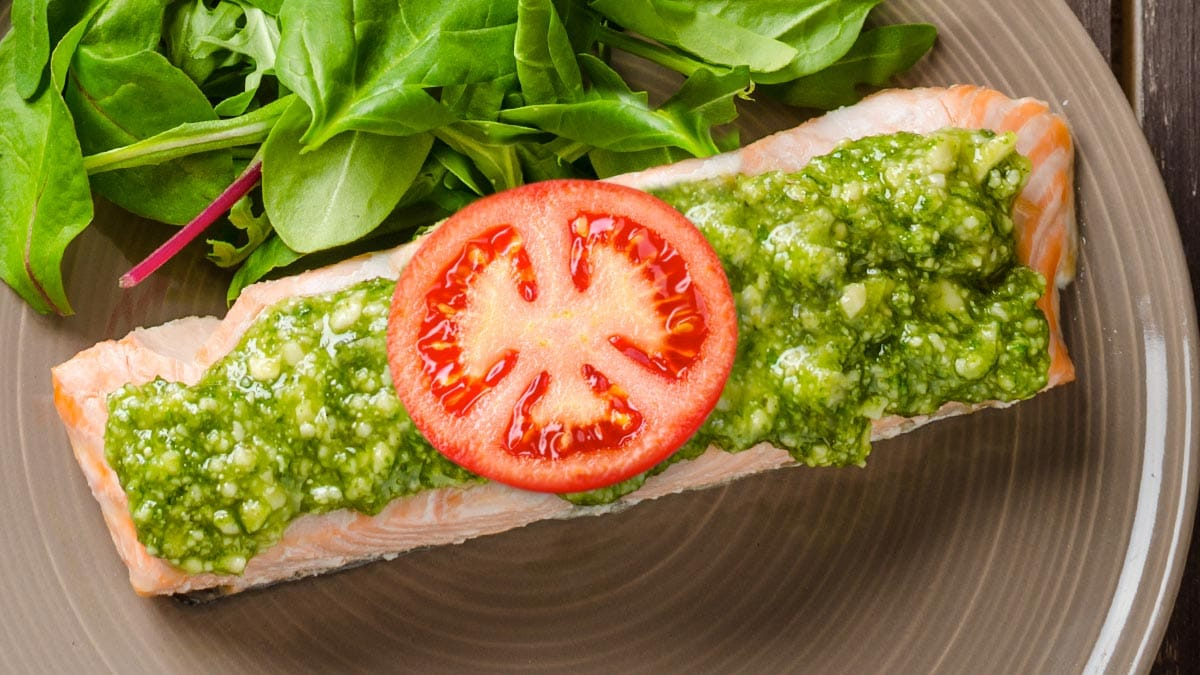 Foil Baked Salmon With Tomatoes And Pesto